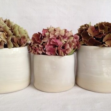 Marion Graux poterie. Ceramic designer living in Paris.