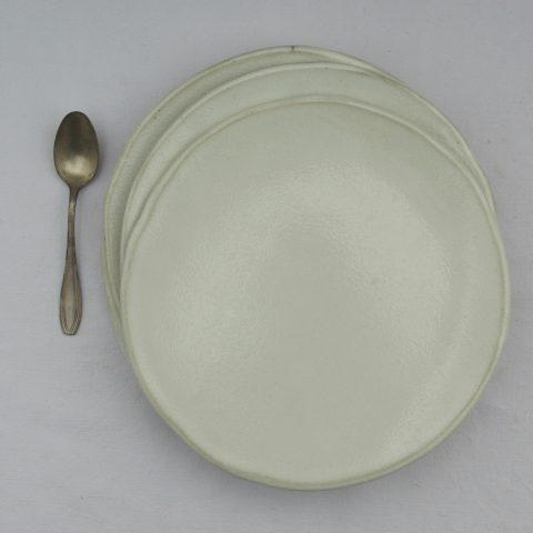 Marion Graux Poterie. Assiette blanche