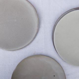 Marion-graux-poterie. Assiettes blanches