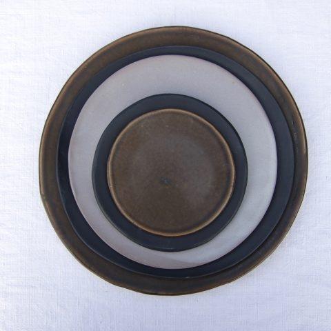 Marion Graux poterie. Assiettes empilées